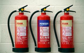 Cu powder extinguishers to control lithium fires